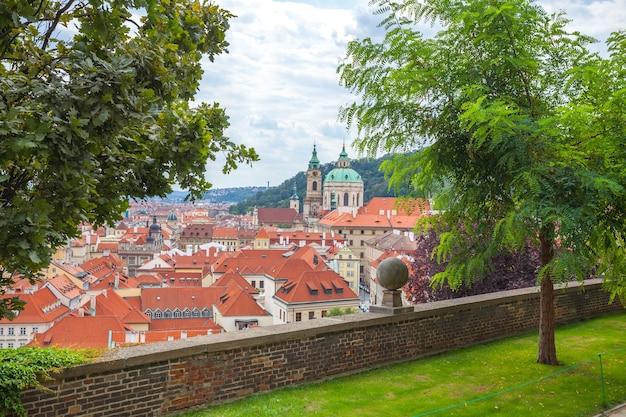 Вид с воздуха на старый город праги