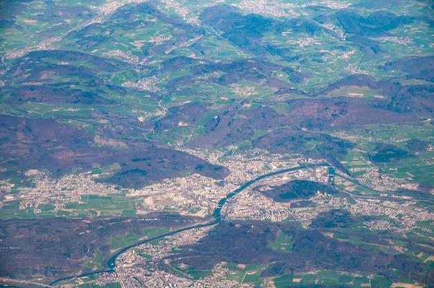 スイス、アーレ川のオルテンとトリンバッハの航空写真