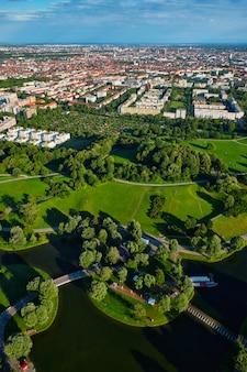 オリンピアパークの空撮。ミュンヘン、バイエルン、ドイツ