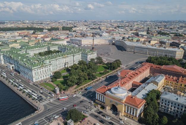 サンクトペテルブルクの宮殿広場の航空写真