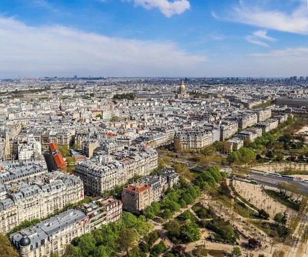 エッフェル塔フランス4月からパリの街の空撮