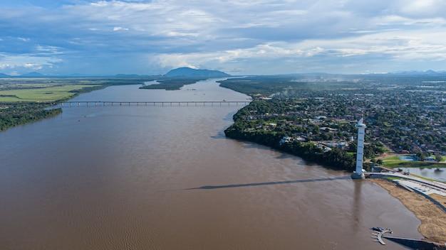 로라이마 보아 비스타에 있는 parque do rio branco의 공중 전망. 북부 브라질