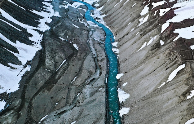Вид с воздуха на реку пин, текущую по пересеченной местности национального парка пин-вэлли