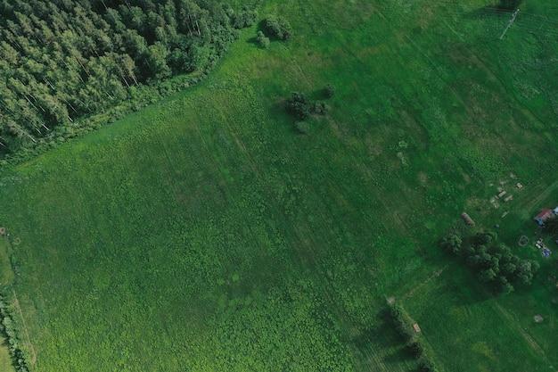 Вид с воздуха на равнины и поля