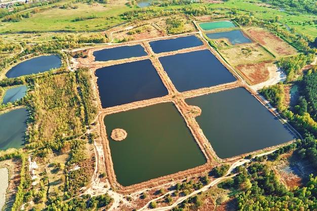 Аэрофотоснимок прудов для сбора ливневой воды водосборные бассейны дождевой воды