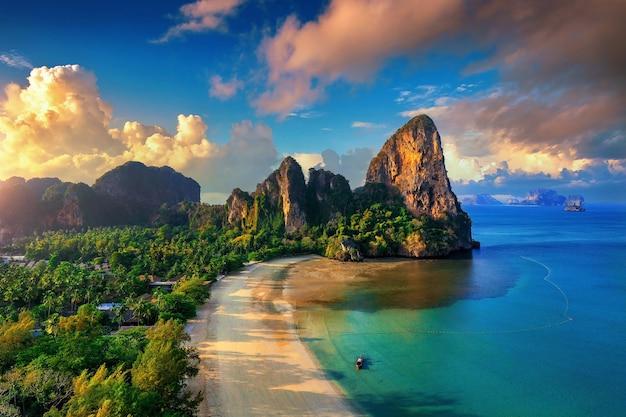 끄라비, 태국에서 railay 해변의 공중 전망.