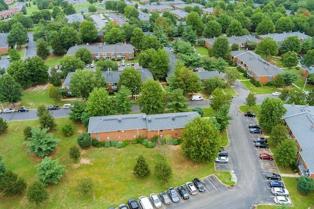 ニュージャージー州の美しい町の都市景観における住宅街の航空写真