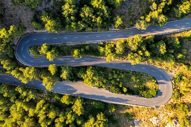 Вид с воздуха на дорогу на форментор, майорка, испания