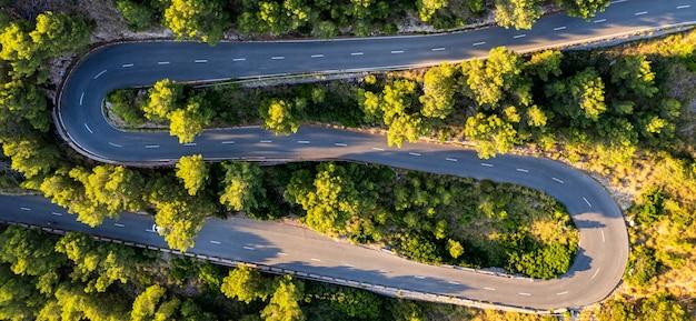 Formentor、マヨルカ、スペインの道路の航空写真