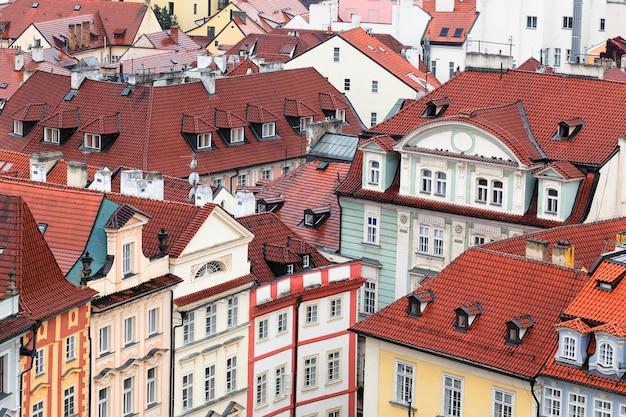 プラハ市の屋根の航空写真