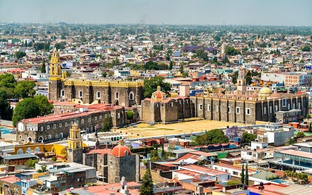 メキシコ、チョルラのサンガブリエルフランシスカン修道院の航空写真