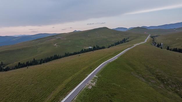 루마니아의 아름다운 산악 도로 transbucegi의 항공 보기