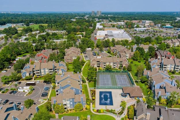 ニュージャージー州イーストブランズウィックの住宅街、一軒家の航空写真