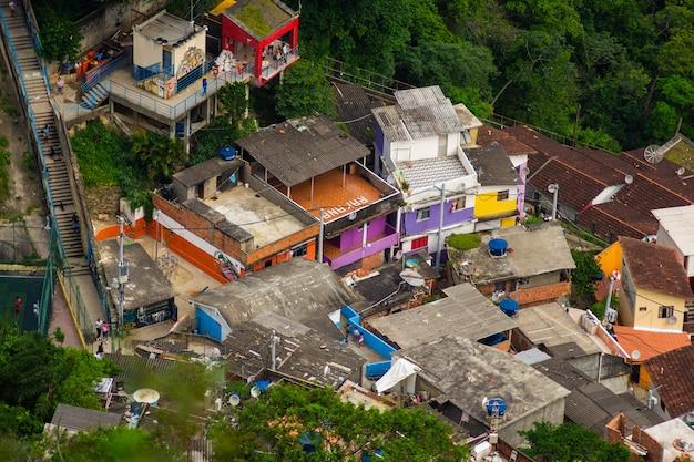 リオデジャネイロのスラム街の空撮。