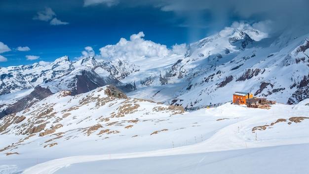 스키 하우스, 체르마트, 스위스와 눈 덮인 산 마테호른의 공중보기