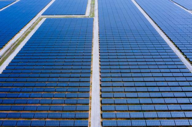 Вид с воздуха на солнечные панели