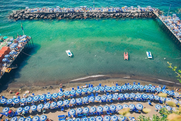 イタリア、アマルフィ海岸、ソレント市の空撮