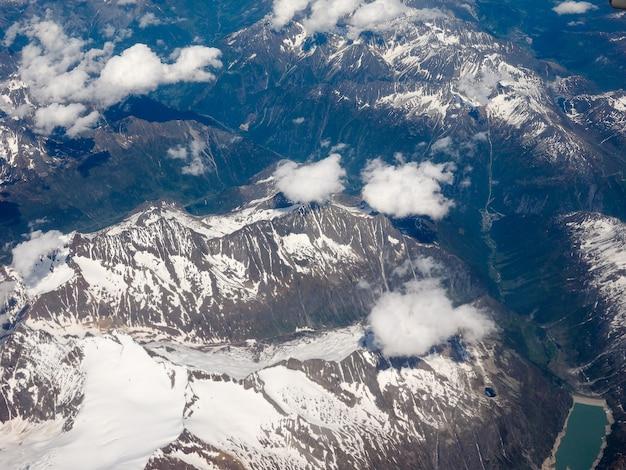 スイスアルプスの航空写真