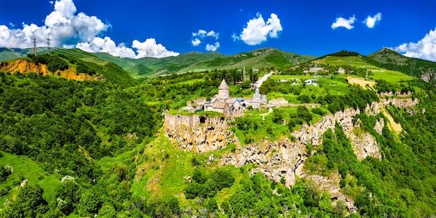 タテブ修道院の航空写真。アルメニアで