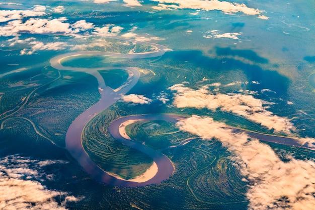 ペルーのアマゾン川の空撮