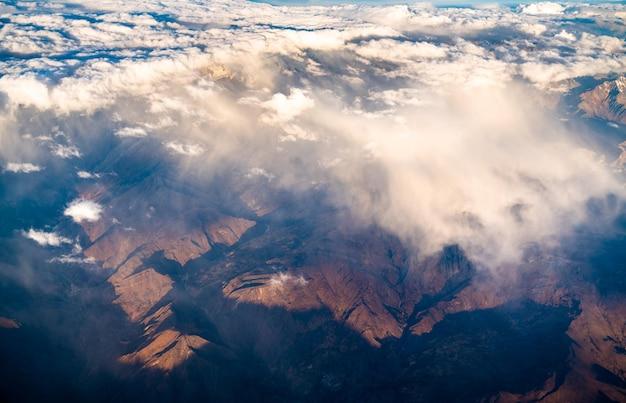 ペルーのアンデス山脈の空撮