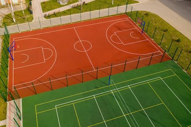 농구와 배구 코트의 공중보기.