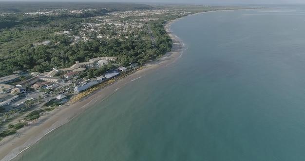 ポルトセグロ、バイーア州、ブラジルのビーチの空撮。