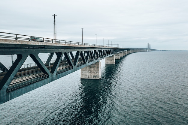 デンマークとスウェーデンの間の橋の航空写真