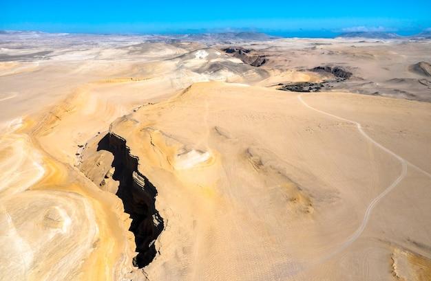 페루 이카에 있는 잃어버린 협곡의 공중 보기