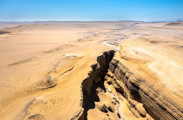 Вид с воздуха на каньон затерянных или каньон дель сапа в ика, перу
