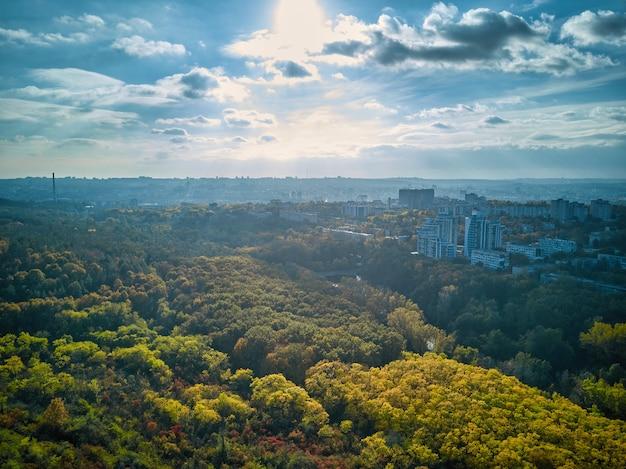일몰 아름다운 가을 도시 풍경에 도시의 공중 보기
