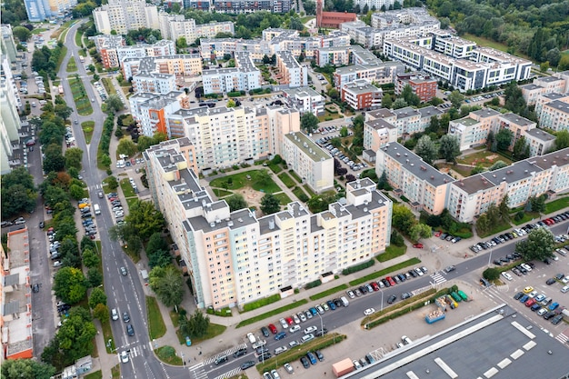 ヴロツワフの街、住宅街、夏の時間の空撮