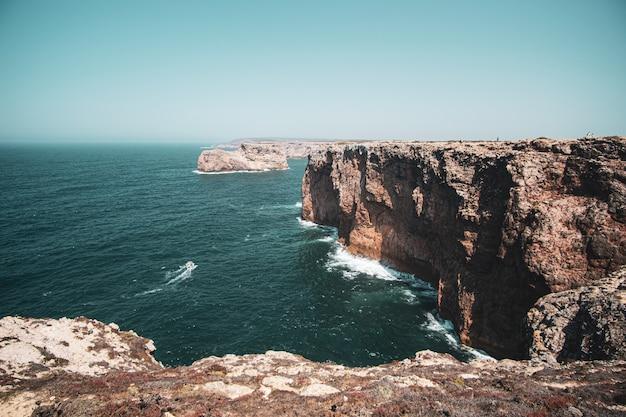 崖と海の空撮