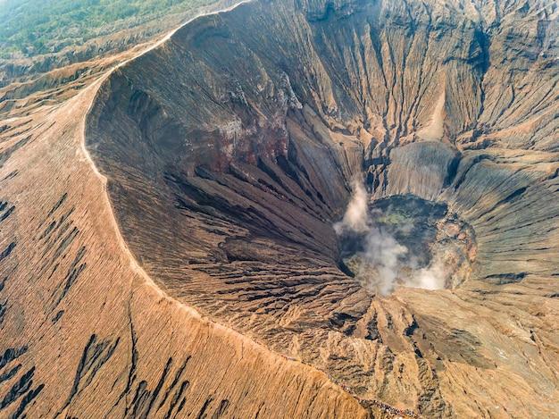 火山の火口の航空写真
