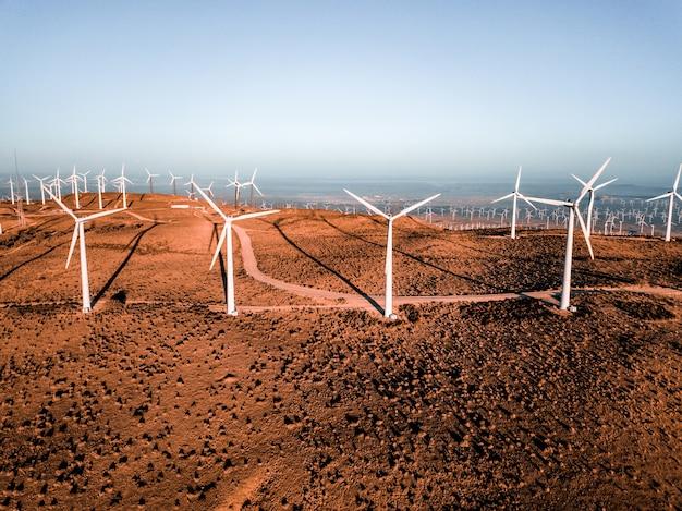 미국 네바다주에 있는 유명한 풍력 터빈 농장의 항공 보기