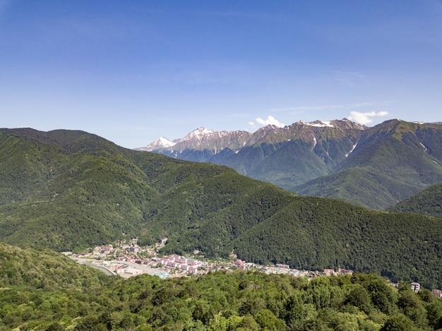 Вид с воздуха на лес и горы сочи глубокая балка 2019