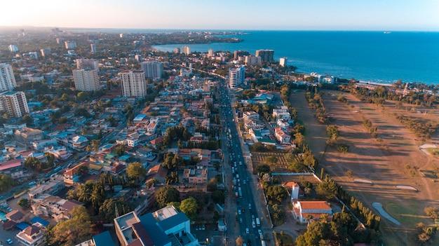 Вид с воздуха на гавань мира, город дар-эс-салам