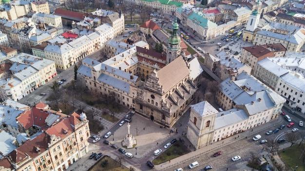 リヴィウ、ウクライナの歴史的中心部の空撮。
