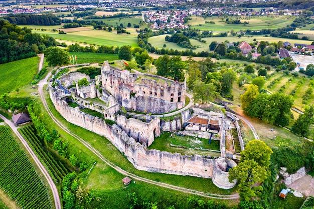 Вид с воздуха на замок хохбург в бадене, германия