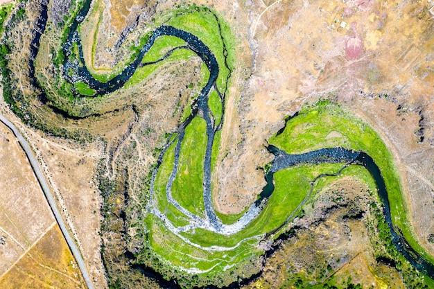 アルメニアのoshakanのkasagh川の航空写真