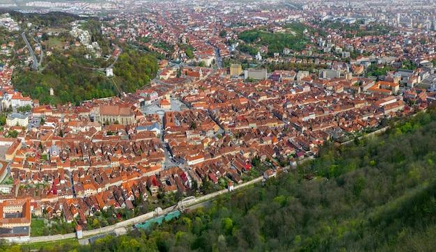 ブラショフの古いヨーロッパの都市の空撮
