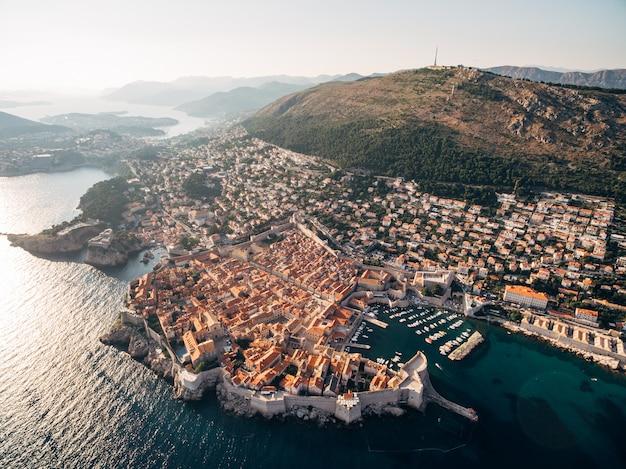 Вид с воздуха на старый город дубровник, хорватия