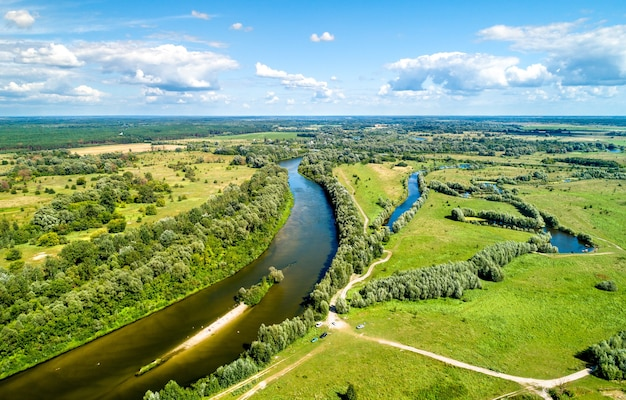 우크라이나 chernihiv oblast의 baturyn에서 seym 강의 공중보기