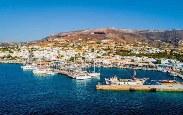 パロス島の海岸線の空撮