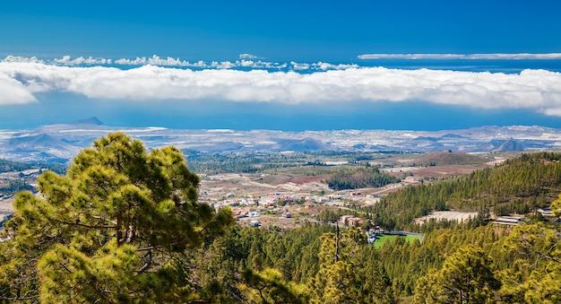 スペイン、カナリア諸島、エルメダノ近くのテネリフェ島の南海岸線の航空写真