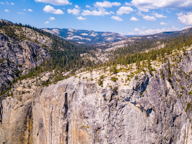 カリフォルニアのヨセミテ国立公園の航空写真