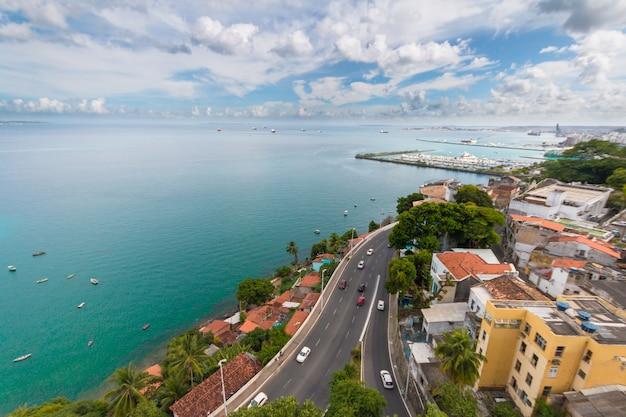 살바도르 바이아 브라질에서 todos os 산토스 베이의 공중보기.