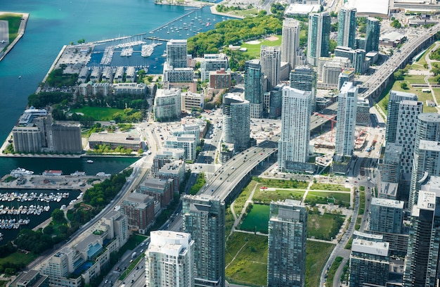 トロントの街のスカイライン、カナダの空撮