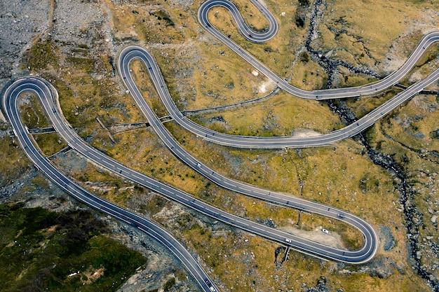 Вид с воздуха на трансфагарасанскую дорогу в румынских горах