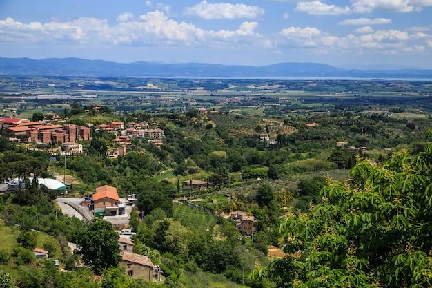 중세 도시 몬테풀치아노 투스카니 이탈리아 근처 투스카니 풍경의 공중 전망